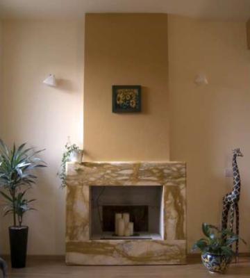 rivestimento camino in marmo : Zaccaria Marmi Ravenna - Camini in marmo massello